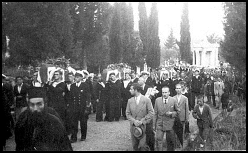 Οκτώβριος 1945. 7) Στο κοιμητήριο λίγο πριν την ταφή.jpg